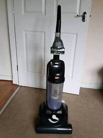 Vax bagless hoover, all floors