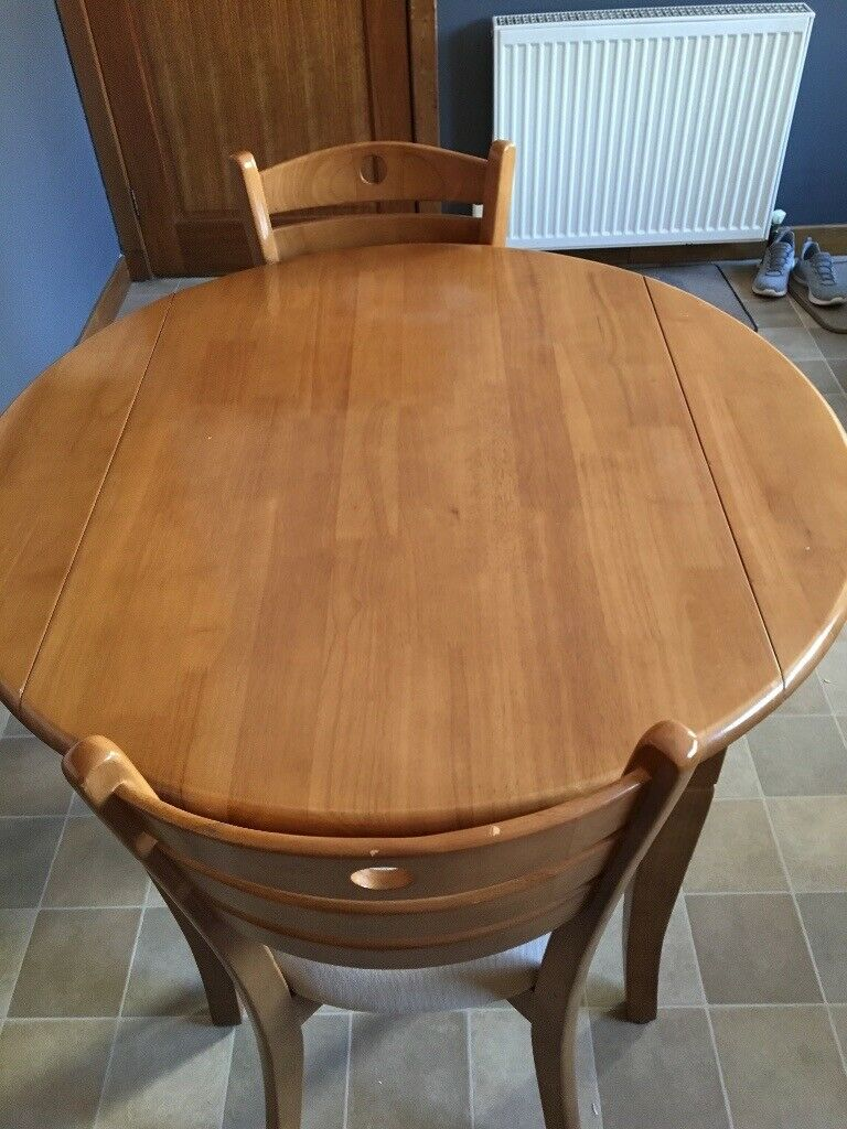 Astonishing Dining Table And 4 Dining Chairs 8 Years Old In Reasonable Good Condition In Turriff Aberdeenshire Gumtree Download Free Architecture Designs Terchretrmadebymaigaardcom