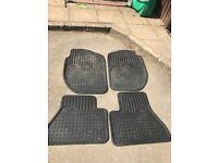 Land Rover rubber mats 👀