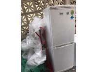 LG 50/50 frost free fridge freezer in white, clean £90