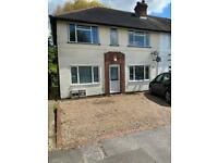 2 bed maisonette with own GARDEN! 5 mins to Woodford Station.