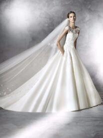 SALE on sample wedding dresses selling between £200 - £800,