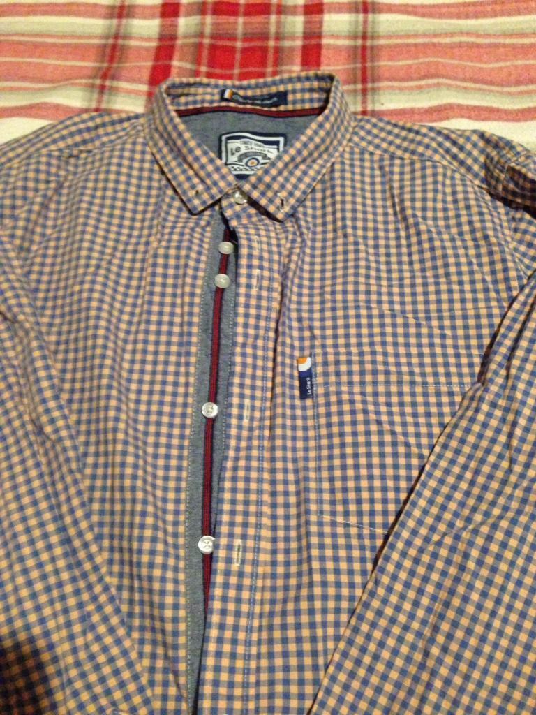 Men's lshark shirt large