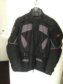 MENS LEWIS MOTORCYCLE TOURING JACKET WITH ZIP OUT LINER AND ALL ARMOUR SIZE XL