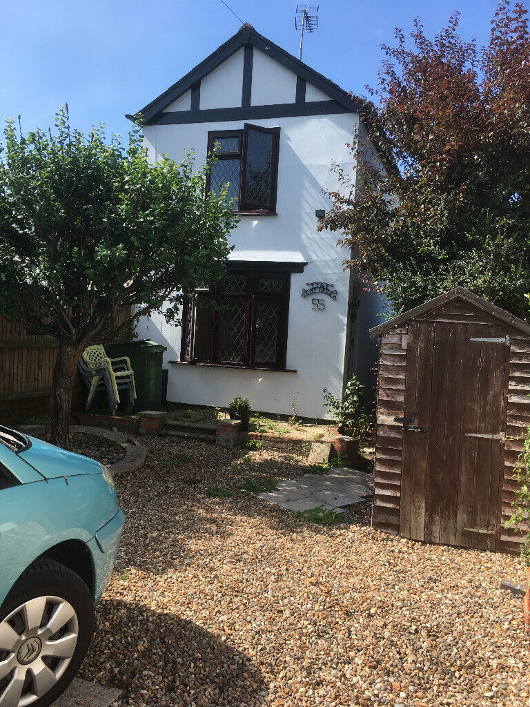 Pretty detached cottage in Rowhedge for rent, nice area, off road parking,  2 large bedrooms   in Colchester, Essex   Gumtree