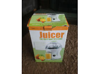 LLOYDS PHARMACY Electric Juicer 2 Speed Fruit Press Juice Extractor 300W - R27