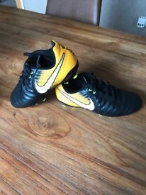 Nike tiempo boots flash yellow size 2