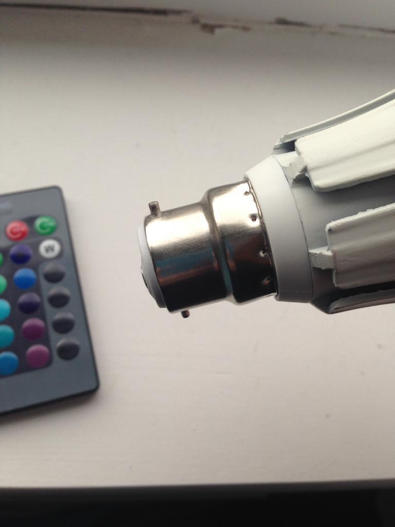 Colour changing light bulb