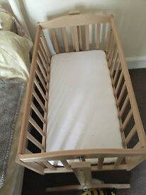 Saplings swinging crib with mattress