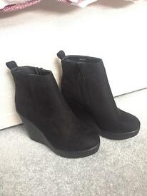 Brand new size 4 women's shoes
