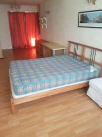 Large, tidy 20ft room in holbrooks to rent £325.00 all bills included. in large 5 bedroom house.