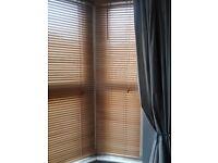 Wooden slatted blinds for bay window