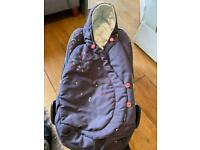 Maxi Cosi Pebble first stage car seat with newborn wrap