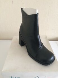 Ladies black boots. Size 6. Lovely design on the front BNIB