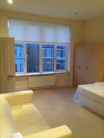 8 Minutes walk to Surbiton Station, central heating, en suite, intercom, modern kitchen and bathroom