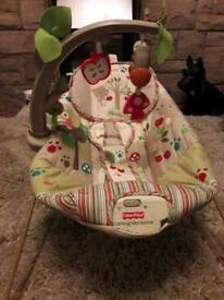 FiSHER PRICE RAINFOREST BABY BOUNCER WITH VIBRATION AND MUSIC