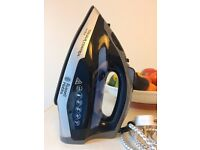 Russell Hobbs 21022 Colour Control Ultra steam iron