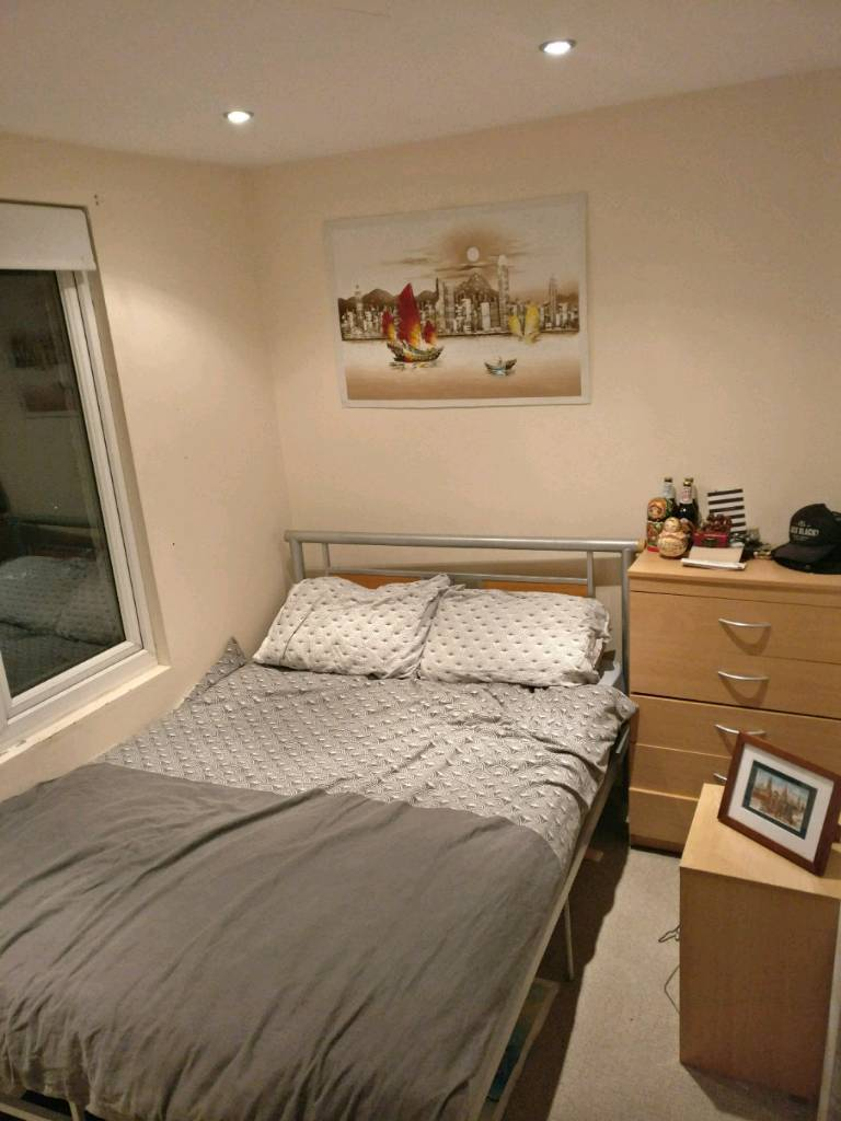 Double room available in Fulham - Short term let with the option to stay on after