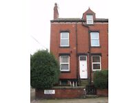Spacious unfurnished end terrace property to let on quiet cul-de-sac, just off Dewbury Road, LS11.