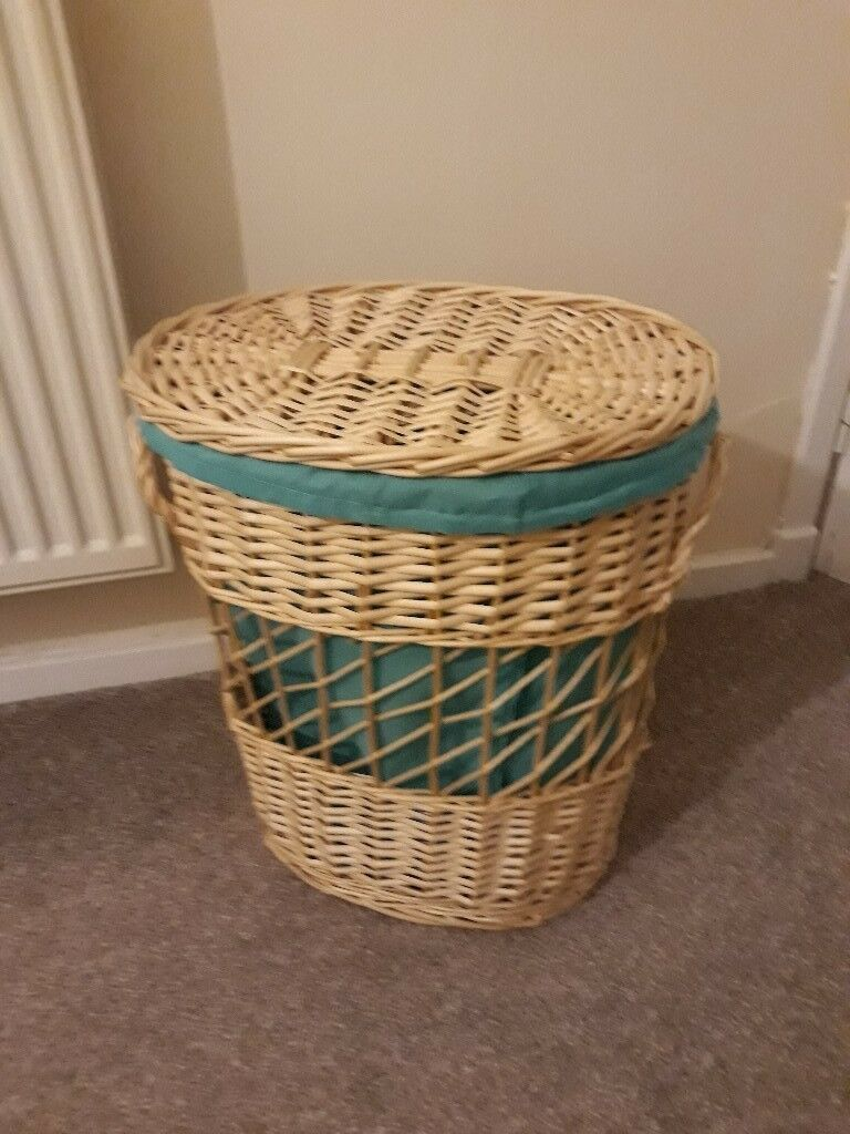 Lined oblong wicker Laundy basket with lid