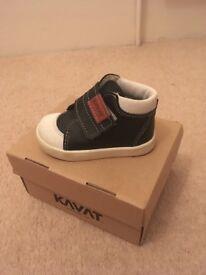 Kids Shoes size 21 Kavat