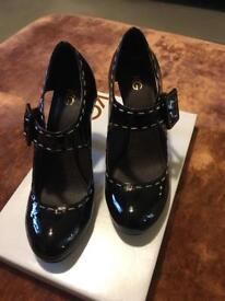 Lady's Shoes, Size 5