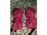 BEAUTIFUL PAIR OF PINK SKI GLOVES - BART make - BRAND NEW -