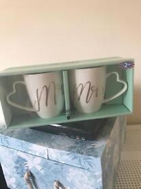 Brand new Mr & Mrs mug gift set