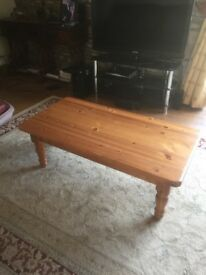 Pine coffee table in good condition