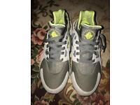Nike Huaraches size 7