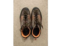 "Scarpa ""Crux"" Approach/Hiking/Scrambling Shoes (Mens, UK8 / EU42)"
