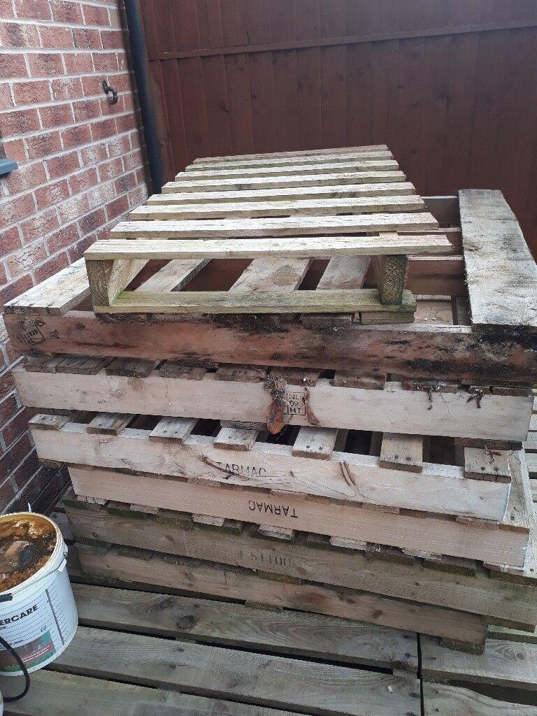 1100 x 1100 wooden pallets   in Allerton Bywater, West ...