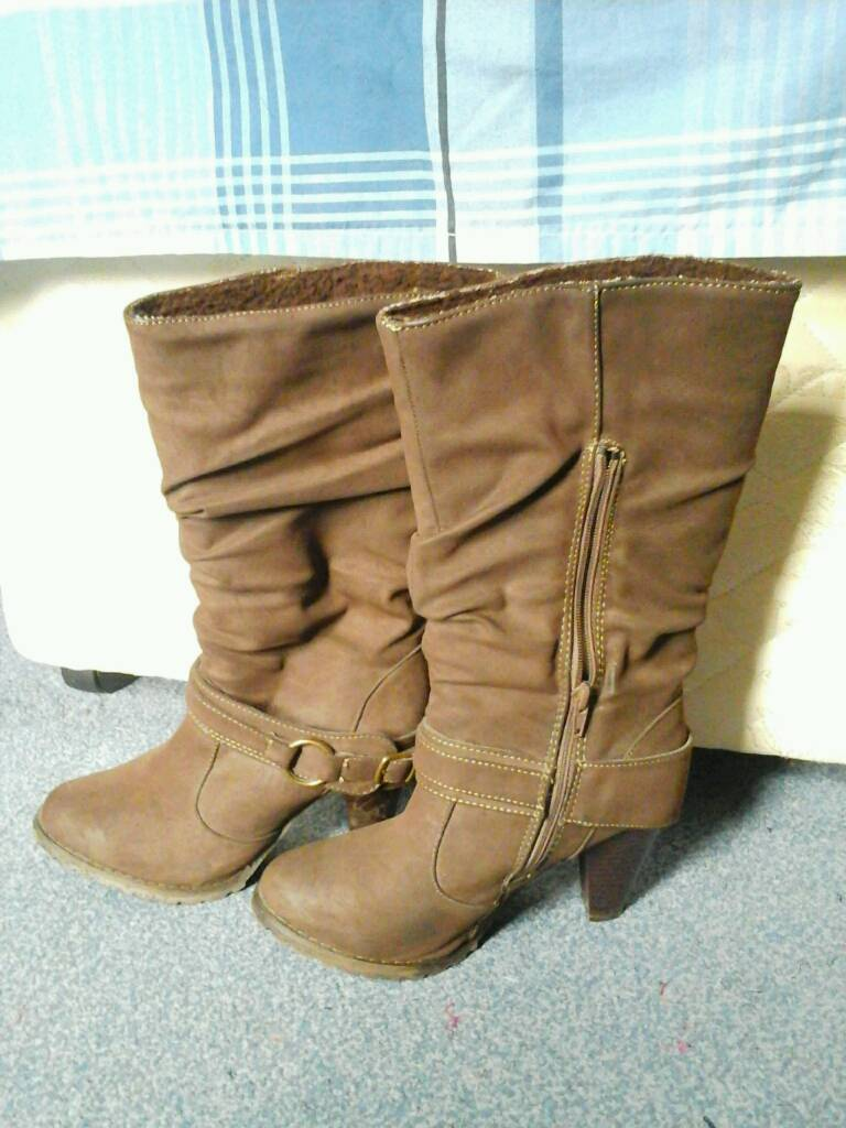 Womens shoes size 437in Luton, BedfordshireGumtree - Just used few times in clean condition, selling due to heelsBoot size 4