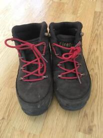 Kids boots size 12