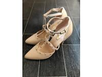 Cream patent shoes