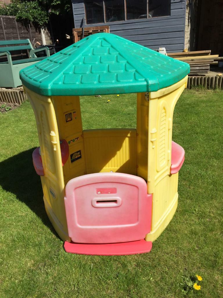 Little tikes cozy cottage playhouse in worcester park for Little tikes house