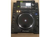 A pair of CDJ 2000's and Pioneer DJM-800 Mixer For Sale