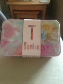 Ted baker ; toiletries set