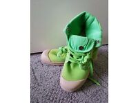 Green women's trainers, size EU40