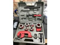 Plumbers pipe threading kit