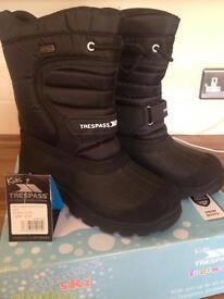 Trespass boots