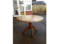 Round pine dining table - PROJECT