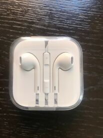 Brand new genuine apple earphones with remote and mic