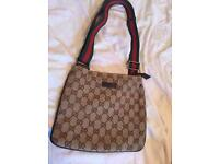 Gucci messenger bag (gucci pouch)