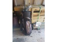 Set of Dunlop golf clubs and golf bag