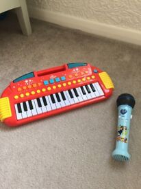 Keyboard and microphone for kids