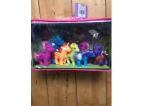 Pony set family brand new