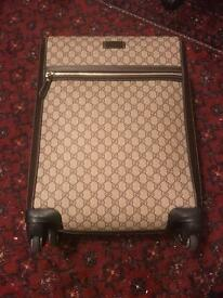 Authentic gucci GG Supreme Canvas luggage/ suitcase, Beige