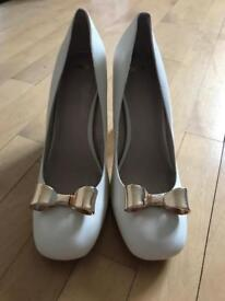Please make offers - Bow heels