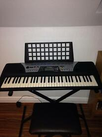 YAMAHA KEYBOARD BARELY USED AT ALL GREAT CONDITON XMAS SALE BOUGHT £130:EQUIPPED STOOL AND STAND